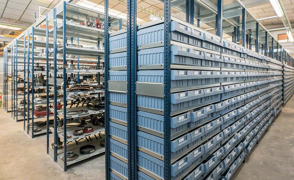 Estanterías para picking en el almacén de recambios para vehículos industriales