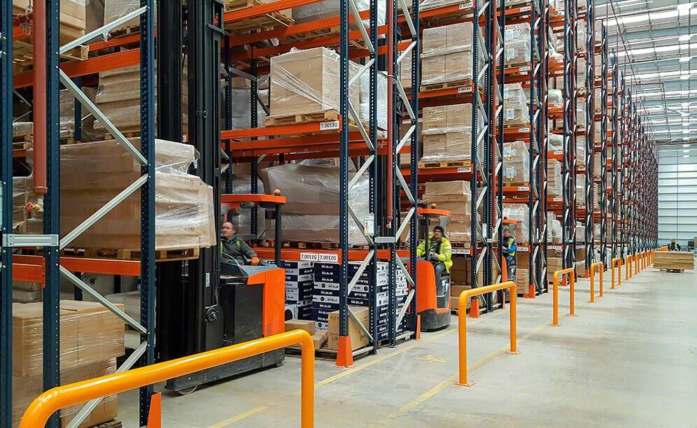 Mecalux ha suministrado estanterías de paletización convencional en el almacén que comparten DFS y Dwell
