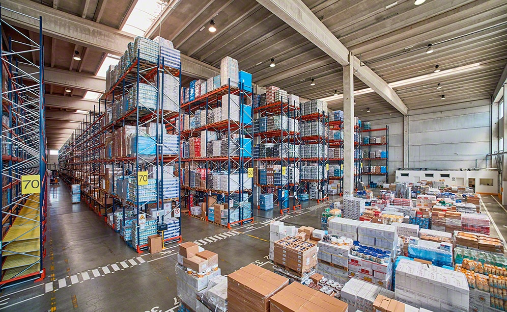 Mecalux ha suministrado estanterías de paletización convencional en el nuevo almacén que Ekom en Italia