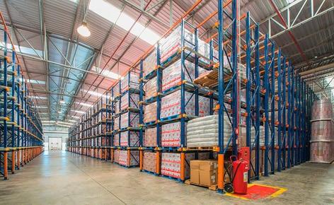 El almacén de Lacticínios Bela Vista posee una capacidad de almacenaje para 6.320 paletas