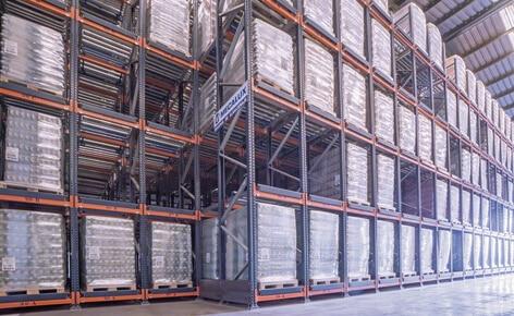 Estanterías dinámicas con 141 canales de almacenaje para gestionar más de 1.000 toneladas de arroz