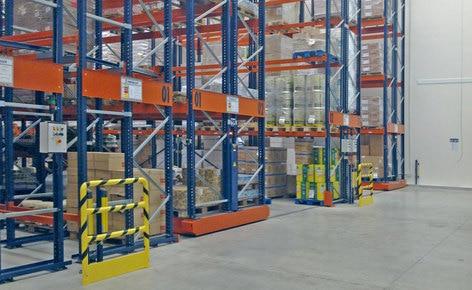 Duplicar la capacidad de almacenaje y reducir los costes con estanterías sobre bases móviles