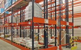 El operario selecciona el pasillo que necesita utilizar, ya sea de forma manual o mediante un mando a distancia