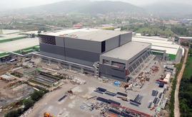 El almacén autoportante de Hayat Kimya en construcción. Para la estructura autoportante se utilizaron 10.000 toneladas de acero