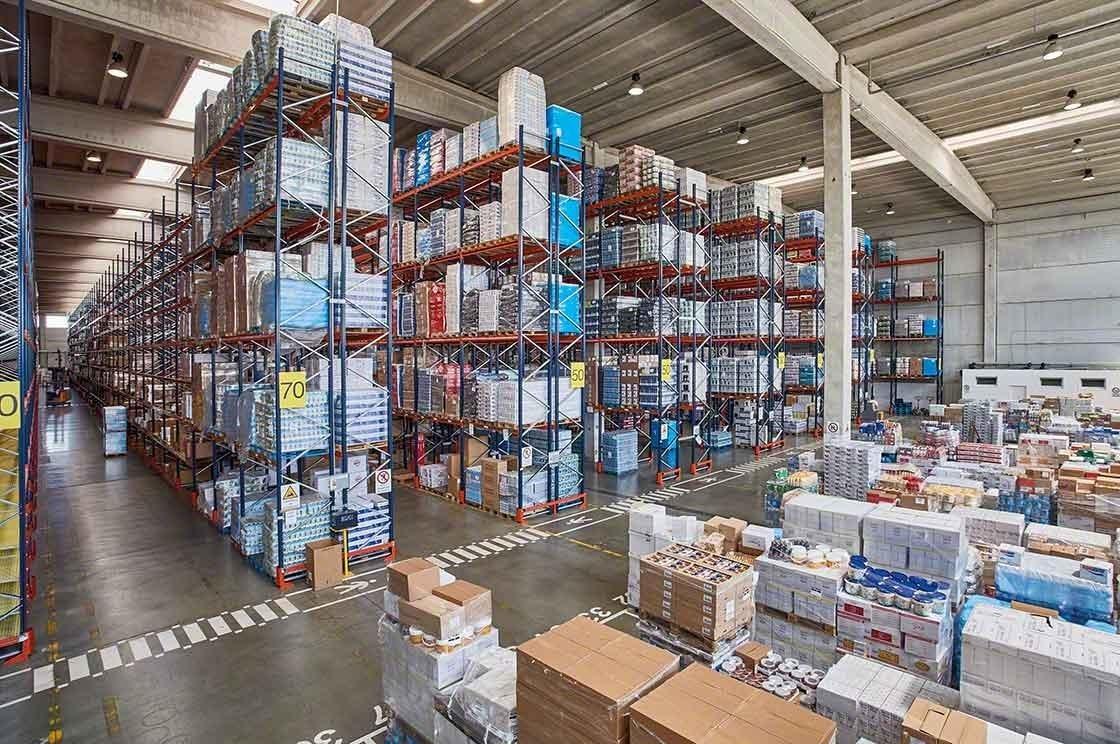 La enorme variedad de productos añade complejidad a la gestión de stock en el almacén