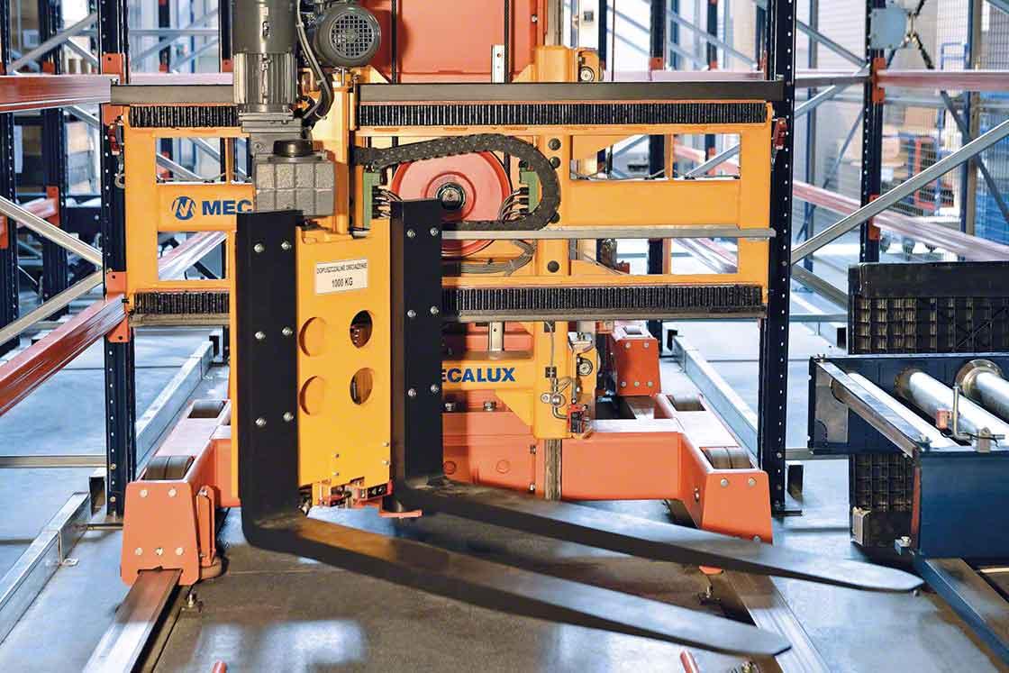 Los transelevadores de paletas aceleran el transporte de mercaderías en los procesos intralogísticos