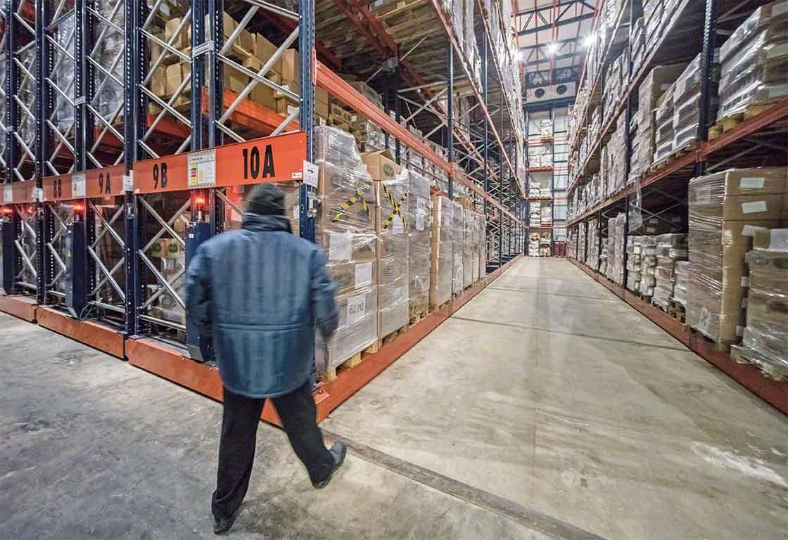Las estanterías móviles son una opción muy utilizada en los almacenes dedicados a la logística del frío